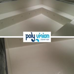 Coatings voor elke ondergrond. Onze coatings kunnen wij niet alleen toepassen op een polyester oppervlak, maar op elke ondergrond. Zo hebben wij dit betonnen bubbelbad voorzien van een duurzame, waterdichte coating.