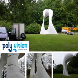 reparatie en renovatie van polyester kunstwerken. Heeft u een kunstwerk van polyester? Als deze buiten staat, wordt op termijn het polyester aangetast door weersinvloeden. Zoals bij dit kunstwerk in Venlo (The Gate). Door weersinvloeden en werking waren er na verloop van tijd scheuren ontstaan in het polyester. Wij hebben het kunstwerk gerenoveerd door flexibele materialen aan te brengen en het polyester kunstobject af te werken met een UV-licht en weerbestendige coating.polyester reparatie op locatie speeltoestel, polyester reparatie, renovatie, onderhoud, polyester herstel