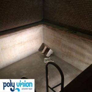 Zwembadrenovatie/zwembadcoating folie zwembad van beton. Dit binnenzwembad is een oud foliebad met een betonnen ondergrond. Wij hebben dit zwembad gerenoveerd en voorzien van een waterdichte zwembadcoating.
